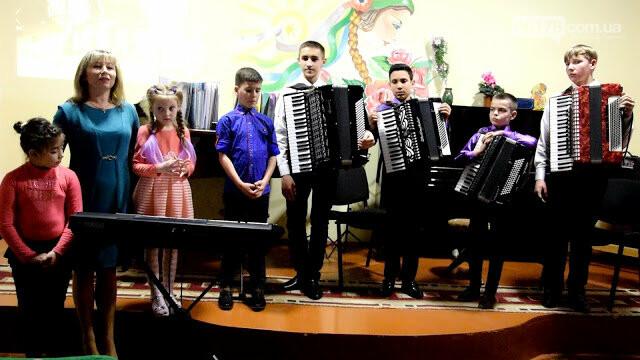Юні акордеоністи  Токмака дали концерт до свята 8 Березня, фото-5